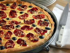 Es gibt offensichtlich einige wie mich, die es auch bei Kochthemen immer irgendwie schaffen, was gebackenes zu produzieren. Beispiel Blogevent XXVI, für das Robert das Thema Tomaten ausgesucht hat: Genial lecker serviert eine Tomatentarte mit Rucola, Cascabel backt eine Pizza du Boulanger, Frau L. eine Tomaten-Zucchini-Wähe. Und ich? Von mir gibt's eine Tarte mit ofengetrockenen Tomaten und Ziegenfrischkäse, ein Rezept aus dem amerikanischen Gourmet-Magazin. Aufmerksam darauf wurde ich vo...