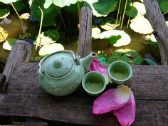 ベトナムに行ったら美味しいベトナム料理を食べたい!と思っている人は多いはず。春巻きやフォー、スイーツやコーヒーもいいけど、ベトナムはお茶の文化も盛んなのです。ハノイにいったらぜひ楽しんで欲しいお茶についてまとめてみました。   1. ハノイのお茶文化とは...