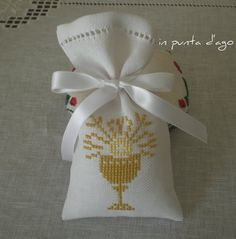 uploaded this image to 'punto croce'. See the album on Photobucket. Première Communion, First Communion, Crochet Placemats, Catholic Crafts, Crochet Sandals, Lavender Bags, Party Bags, Cool Websites, Embroidery Stitches