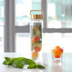 Food 52, Diy Food, Fruit Benefits, Infused Water Bottle, Detox Tips, Thirsty Thursday, Summer Drinks, Recipe Of The Day, Drinking Water