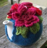 YES! I found it. Tutorial for knitted tea cosy.....then I`ll figure out the flowers later .... so happy .... love Pinterest