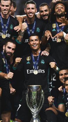 My beautiful babys remember to be happy always I love u guys so so much ❤❤ Ronaldo Real Madrid, Real Madrid Team, Real Madrid Logo, Real Madrid Players, Real Madrid Football, Football Is Life, Hazard Real Madrid, Football Soccer, Cristano Ronaldo