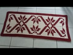 Tapete de crochê em fio conduzido (1/3) - YouTube Baby Knitting Patterns, Crochet Patterns, Crochet Table Mat, Crochet Crocodile Stitch, Tapestry Crochet, Crochet Videos, Handmade Rugs, Doilies, Make It Yourself