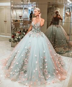 princess dress uploaded by Emanoelle Assiz on We Heart It Cute Prom Dresses, Dream Wedding Dresses, Ball Dresses, Elegant Dresses, Pretty Dresses, Evening Dresses, Formal Dresses, Wedding Gowns, Dress Prom