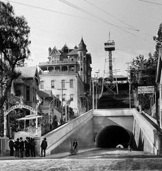 Third Street tunnel, Angels Flight, and Bunker Hill mansions - vintage Los Angeles photo. California History, Vintage California, Southern California, California Camping, Los Angeles Area, Downtown Los Angeles, Old Pictures, Old Photos, Vintage Photos