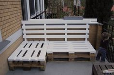 im so making this when i get my outdoor dinning area set up. imagine a large U shaped pallet bench with lots of cushions and pillows. stylin cheep.