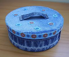 """How to make small round denim box. Made from an empty """"Laughing cow"""" box and old jeans."""