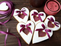 В наличии. Для заказа, пожалуйста, директ и вайбер 0680684393 . . #valentinesday #сладкийподарокслюбовью #имбирныепряникиназаказ #пряникимелитополь #валентинки #gingerbread #angelassweets