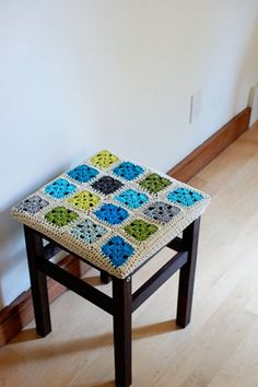Another lovely crocheted stool cover project by Blair from Wisecraft Pics with a mini-tutorial.