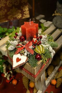 Virág Stúdió - Home Center Christmas Flower Arrangements, Christmas Flowers, Christmas Candles, Christmas Centerpieces, Christmas Colors, Rustic Christmas, Xmas Decorations, Winter Christmas, Christmas Time