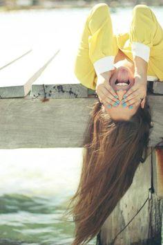 É tão bom lembrar de momentos bobos e rir sozinho.