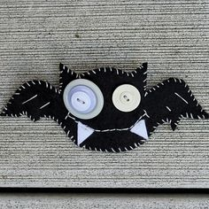 Felt and Button Skull Brooches {Halloween Craft}