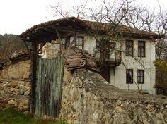 Моят свят и моите преживявания. . . :: Село Свежен през есента – един малък и съкровен бисер, скрит в прегръдката на Съ... Old Houses, Home Art, Cabin, House Styles, Plants, Fabrics, Painting, Home Decor, Tejidos