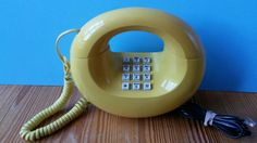 VINTAGE 1970's RETRO YELLOW DOUGHNUT / DONUT TOUCH-TONE PHONE WESTERN ELECTRIC #WesternElectric
