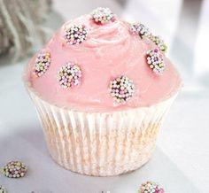 Köstliche Cupcakes mit Frischkäse und Himbeeren