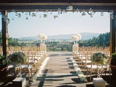 The florals are perfect at this Auberge du Soleil wedding! #VisitNapaValley