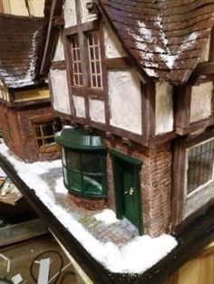 Schneit es in London? Cabin, London, House Styles, Home Decor, House Accessories, Decoration Home, Room Decor, Cabins, Cottage