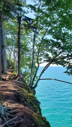 best hikes in pictured rocks. michigan hiking trails. things to do in michigan. upper peninsula, up north. midwest road trip. lake superior. national park vacation. pictured rocks national lakeshore. great lakes vacation. adventure vacation ideas. summer road trip. usa travel destinations. united states. america. Vacation Places, Vacation Trips, Vacation Ideas, Michigan Vacations, Michigan Travel, States America, United States, Pictured Rocks National Lakeshore, Indiana Dunes