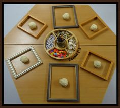 Invitation to create portraits with play dough & loose parts. Love the empty frames Reggio Emilia Classroom, Reggio Inspired Classrooms, Play Based Learning, Early Learning, Playdough Activities, Eyfs Activities, Nursery Activities, Toddler Activities, Early Years Classroom