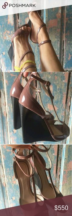 Precious Burberry shoes Gourgous ! Like a new! Is 9 size but fits 8.5 too .I am 8.5 and fits perfect very comfortable Burberry Shoes