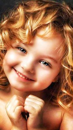 Storie in eviden - Cute Baby Girl Images, Cute Young Girl, Cute Baby Pictures, Newborn Pictures, Cute Little Girls, Cute Kids, Beautiful Children, Beautiful Babies, Funny Babies