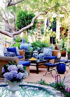 Blue and white patio cushions, hydrangeas  Like the color scheme