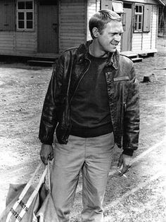 Classic Wartime Bomber Jacket - Must get hands on one of these! Steve McQueen in The Great Escape Steven Mcqueen, Hollywood Stars, Classic Hollywood, Steeve Mac Queen, Great Mens Fashion, Men's Fashion, Steve Mcqueen Style, Leather Flight Jacket, The Great Escape