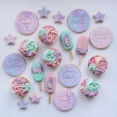 Paint Cookies, Fondant Cookies, Dessert Boxes, Dessert Decoration, Birthday Treats, Birthday Cupcakes, Baby Girl Cookies, Magnum Paleta, Doctor Cake