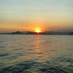 Pôr do sol em Santos - SP   #trippics #trekking #destinosbrasileiros #landscape #brasilnature #liveoutdoors #vcmochilando #blogmochilando #soulnature_ #trilheirasdobrasil #destinocerto #visitsouthamerica #brazilingram #meeubrasil #selfievip #bestvacations #bestplacestogo #brasil #repostbrasil #trilhandolitoral #brasilbr55 #essemundoenosso #mtur #brnaturallandscapes #master_shots #destinosnacionais #vocenooff #great_captures_brasil #instadozamigos #pordosol by zamoracla