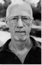 Robert Morris (Missouri, 9 de fevereiro de 1931) é um artista, escultor, e escritor modernista estadunidense. Fez contribuições significativas aos movimentos minimalista e land art.