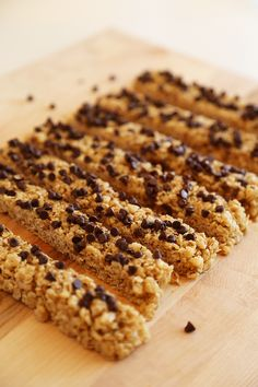 No-Bake Chewy Chocolate Chip Granola Bars - Crispy, chewy homemade granola bars are easy, healthy and perfect for snacks on the go! | thecomfortofcooking.com