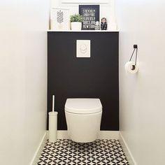 🤣 Une photo de mes toilettes que j'adore! Small Toilet Decor, Small Toilet Room, Guest Toilet, Guest Bathrooms, Upstairs Bathrooms, Small Bathroom, Bad Inspiration, Bathroom Design Inspiration, Understairs Toilet