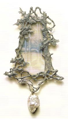 René Lalique 1899-1900 Woodland Pendant. Gold, Enamel, Glass, Baroque pearl