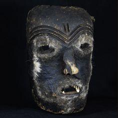 Makishi Katoyo Simonda Mask - LUVALE - Northwestern Zambia African Masks, Tribal Art, Caricature, Auction, Skull, Museum, Vintage, House, Africa