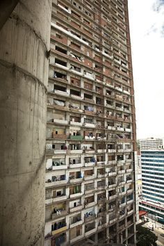 Photographer's images detail a shocking reminder of what happens when the money runs out... http://www.we-heart.com/2014/08/26/ramon-campos-iriarte-the-tower-of-david-caracas/