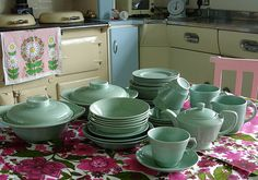 """VINTAGE RETRO WOODS WARE BERYL GREEN PATTERN 9/"""" WIDE SALAD PLATES X4 lunch 50s"""