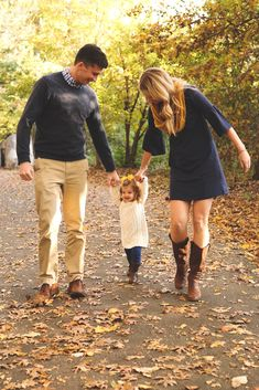 Fall family pictures Woman Knitwear and Sweaters kohls womans sweaters Preppy Family, Fall Family Picture Outfits, Family Picture Colors, Family Portrait Outfits, Fall Family Portraits, Family Picture Poses, Fall Family Photos, Family Pics, Family Posing