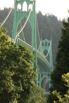 Portland, Oregon: The St. Johns Bridge spans the Willamette River.