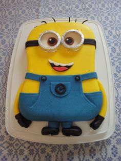 2014_02 (mai) Gâteau de fête minion / Minion birthday cake ...