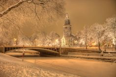 I've seen few pics that can compare with this magical view of Turku, with its cathedral and the Aurajoki river Beautiful Winter Pictures, Beautiful World, Beautiful Places, Turku Finland, Finland Travel, Winter Scenery, Holiday Resort, White City, World Cities