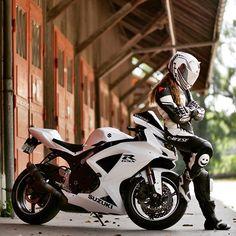 Motorcycle Helmet Horns and Accessories Lady Biker, Biker Girl, Shooting Photo Moto, Motorcycle Helmet Accessories, Badass Motorcycle Helmets, Motorcycle Jacket, Motorcycle Photo Shoot, Image Moto, Biker Photoshoot