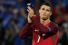 EURO 2016: Portugal deixa a desejar na estreia, com empate frente a Islândia http://angorussia.com/desporto/euro-2016-portugal-desejar-na-estreia-ao-empatar-islandia/