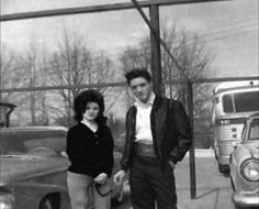 Chelrima Walden uploaded this image to 'Lisa Marie Presley/Elvis and Priscilla'. See the album on Photobucket. Elvis Presley Facts, Elvis Presley Lyrics, Elvis Presley Priscilla, Elvis Presley Family, Elvis Presley Photos, Lisa Marie Presley, Young Elvis, Most Handsome Men, Vintage Music