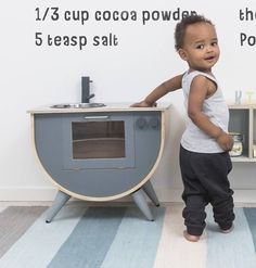 Made to the highest quality, this gorgeous two tone wooden grey play kitchen…