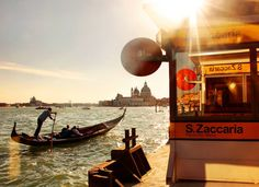 Parada del vaporetto. S. Zaccaria-Piazza de San Marco, Venecia.  #sanzaccaria #piazzasanmarco #Venezia #venice #venecia #italy #italia #gondola #sundown #cityscape #seascape #canal #travelgram #igtravel #passionpassport #iloveitaly #igworldclub #worldporn #natgeotravel