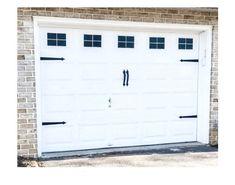 Use this cheap DIY garage door makeover idea and update any garage door to create a high end look with a low end budget! For more budget DIY ideas visit Hammers N Hugs!