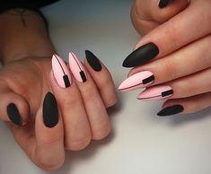 Na obrázku může být: jeden člověk nebo víc lidí a záběr zblízka Almond Gel Nails, Cute Almond Nails, Almond Nail Art, Modern Nails, Studded Nails, Nail Candy, Finger, Black Nails, Nail Manicure