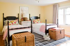 Use warm colours for a cute and traditional look in a guest room.