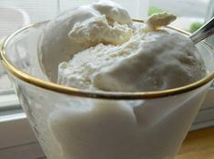 CHEESECAKE ICE CREAM - Easy throw together recipe - Carb per c. serving ( this recipe calls for Nestle Media Crema table cream which is kind of a cross between sour cream and fresh heavy cream - a shelf stable whipping cream; Cheesecake Ice Cream, Low Carb Cheesecake, No Carb Recipes, Cooking Recipes, Ninja Recipes, Atkins Recipes, Healthy Recipes, Healthy Options, Healthy Treats