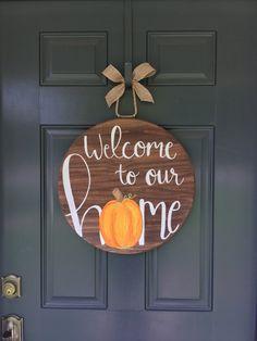 34 ideas holiday door hangers fall pumpkins for 2019 Fall Crafts, Halloween Crafts, Holiday Crafts, Diy Crafts, Halloween Makeup, Halloween Party, Paper Crafts, Thanksgiving Door Decorations, Fall Door Decorations